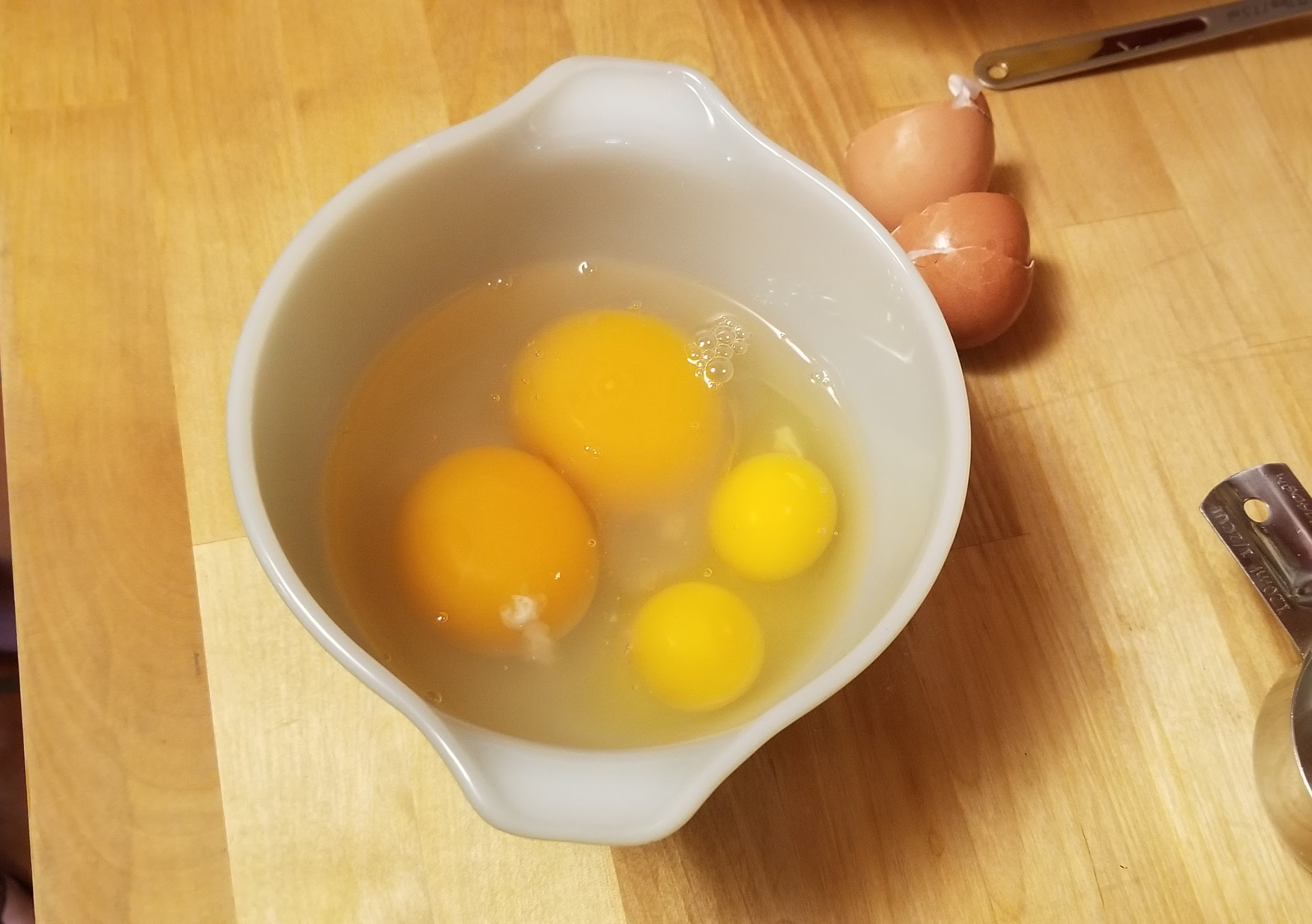 Mixing bowl with 2 goose eggs and 2 chicken eggs
